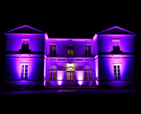Le Château de la Rairie illuminé la nuit à Pont Saint Martin (44)