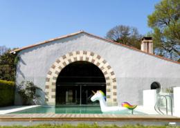 Licorne Géante dans la piscine du Chateau de la Rairie en Loire Atlantique