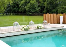 Décoration de l'espace piscine pour un Mariage au Château de la Rairie a quelques minutes de l'Aeroport