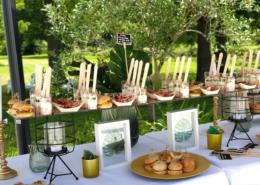 Déjeuner sur la terrasse lors d'un séminaire au Château de la Rairie en Loire Atlantique