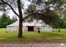Installation d'une tente Berbère dans le Parc du Château pour une Soirée Orientale