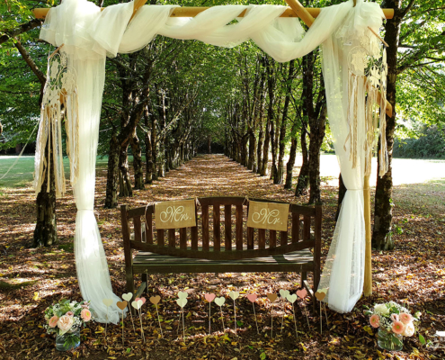 Cérémonie dans le parc du Chateau de la Rairie