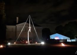 Spectacle de tissus aerien dans le parc du Chateau, animations extérieures