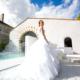 Jolie Mariée sur laterrasse au bord de la Piscine au Chateau de la Rairie